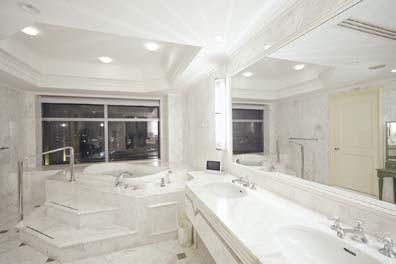 """""""バスルームが魅力のホテル""""と聞いて真っ先に浮かんだ人も多いのではないでしょうか!(DAILY MORE紹介文の引用です)"""